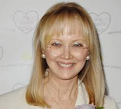 Shelley Long in Modern Family - shelley-long