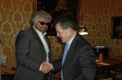 ANNO 2006 GRILLO INCONTRA PRODI Beppe Grillo incontra Romano Prodi e dal 2006 NULLA E' CAMBIATO
