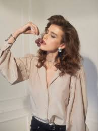 <b>Блузка Lily</b> с объемными рукавами из жемчужно-светящегося ...