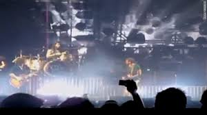 Birds force <b>Kings of Leon</b> from St. Louis stage - CNN.com