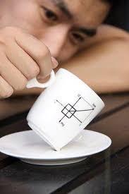 Mystère et boule de gum... Gravity Coffee Cup, la tasse équilibriste. Mais non, il y a bien un truc... N'est-ce pas Monsieur ? - gravity-coffee-cup-tasse-equilibriste-L-2