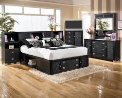 bedrooms elegant bedroom design idea with black furniture brown hardwood floor tile and whiet bed cover awesome bedrooms black