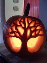 <b>Tree pumpkin carving</b>
