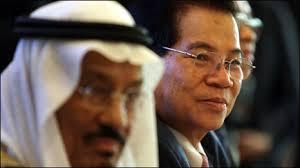 Nước xuất khẩu dầu khổng lồ Saudi Arabia đã ký với Việt Nam một số thỏa thuận mở đường cho việc gia tăng hợp tác trong lĩnh vực dầu khí, trong đó có khả ... - 100411123642_0411_nguyenminhtrietsaudi46