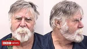 Bearded man robs bank, gifts money, then yells '<b>Merry Christmas</b> ...