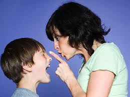 Resultado de imagen de madre regañando a su hijo adolescente