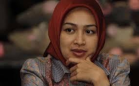 KPK Diberi Jamu Kuat Agar Tak 'Letoy' Periksa Airin. TRIBUN-MEDAN.com, JAKARTA - Puluhan orang yang tergabung dalam Banten Crisis Centre (BCC) menggelar ... - airind