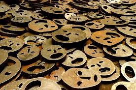 Resultado de imagem para dead leaves Menashe Kadishman  jewish museum