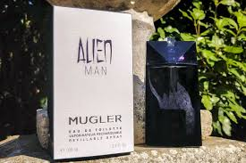 <b>Thierry Mugler Alien Man</b> Review: A Smokey & Spicy 2018 Fragrance