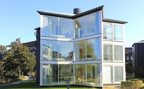 images?q=tbn:ANd9GcS 63GmOLFggI5Zq0KtlsKqn7cEb6n8uLcCXbrLmPc7 ESe bJj - THE MOST AMAZING GLASS HOUSE PICTURES THE MOST BEAUTIFUL HOUSES MADE OF GLASS IMAGES