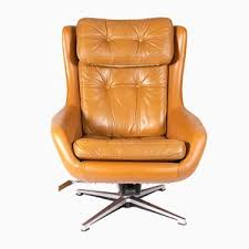 Discover <b>Vintage Swivel</b> Chairs | Online at Pamono