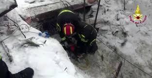 Risultati immagini per vigili del fuoco al lavoro in questi giorni nella valanga - immagini belle