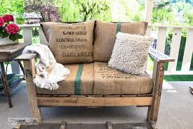 pallet wood sofa made from 2 complete pallets via httpwww bedroomeasy eye upcycled pallet furniture ideas