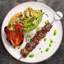 <b>Шашлык</b> из телятины с перцем и салатом <b>айсберг</b> гриль — Мясо ...