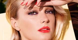 7 лучших спреев для фиксации <b>макияжа</b>