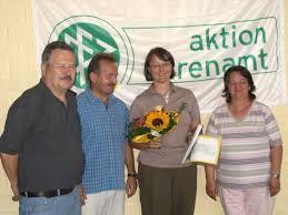 v.l. Horst Hilgert, Henry Mohr, Petra Sattler, Adelheid Tichelmann. Neben der Urkunde bekam Petra Sattler einen Blumenstrauss und eine DFB-Uhr überreicht. - 2006_petra