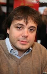 Romain Sardou a assisté au mariage de Paul Barrois et de Marion Ruggieri le 29 août 2009. 10/12. News publiée le Mardi 8 Septembre 2009 à 11:11 - 276653-romain-sardou-a-assiste-au-mariage-de-637x0-3