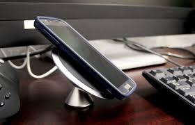 Как работает <b>беспроводная зарядка</b> для телефона: это не магия