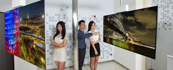 Watch: LG Unveils <b>Double</b>-<b>Sided Display</b>, But Would You Use It?