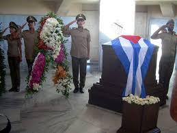 Guardia de honor en el Mausoleo de Martí