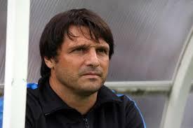 Laurent Fournier pourrait bien être l'entraîneur d'Auxerre la saison prochaine. Gérard Bourgoin, le président de l'AJA, aurait préféré l'ancien coach du PSG ... - laurent-fournier-est-le-nouvel-entraineur-d-auxerre-iconsport_frs_200810_65_48,20477