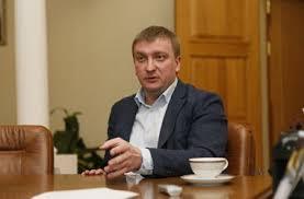 В гостях у чиновника: глава Минюста получает 6 тыс грн и ночует ...