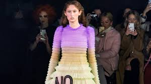 <b>Viktor & Rolf</b> Spring 2019 Couture Collection - Vogue