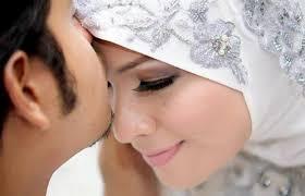 نتیجه تصویری برای بوسیدن همسر