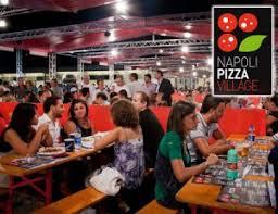 Risultati immagini per pizza per strade di napoli