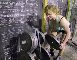annie rendle short powerlifter journalisms 9pickup 10squats