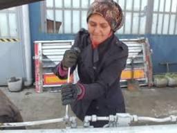 'Elinin hamuruyla' 9 yıldır kamyon tamir ediyor