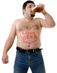 Får man verkligen ölmage av öl?