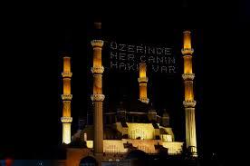 Selimiye Camisi'ne 'Üzerinde her canın hakkı var' mahyası