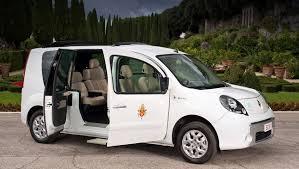 Папа Римский получил в подарок электромобиль Renault — ДРАЙВ
