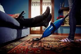 Картинки по запросу муж лежит на диване что делать
