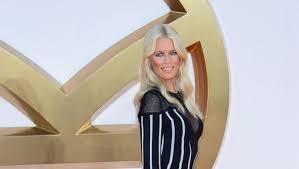 Claudia Schiffer says <b>Karl Lagerfeld</b> 'transformed' <b>her</b> career - video ...