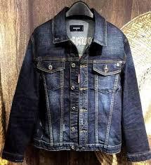 Темно-синяя мужская <b>джинсовая</b> куртка с накладными ...