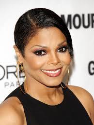 <b>Janet Jackson</b> short hair earrings smile. Bildquelle: WENN.com - janet_jackson_short_hair_earri