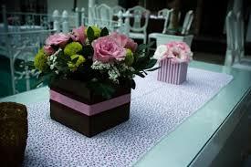 Resultado de imagem para centro de mesa festa casamento marrom rosa