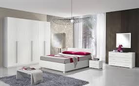 Camera Da Letto Verde Mela : Camera da letto moderna con a contenitore larice bianco
