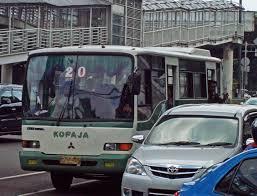 Image result for gambar naik angkutan umum kopaja