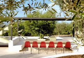Esterni Casa Dei Designer : Ristrutturazione di una casa rurale in puglia con trullo guest