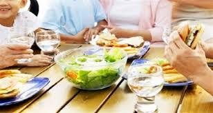 """Résultat de recherche d'images pour """"boir de l'eau au cours du repas"""""""