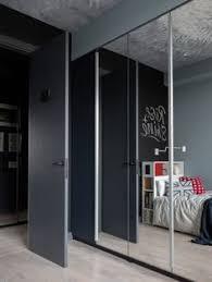 <b>Детская</b>. В зеркальных дверцах шкафа, IKEA, отражается ...