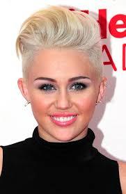 ... quella che sembrerebbe essere diventata la sua Era di maggior successo. miley cyrus quiff 600x925 Miley Cyrus: svelate le date europee del Bangerz tour - miley-cyrus-quiff