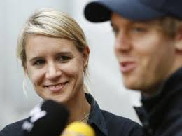 Originally Posted by Omiee. http://www.flickr.com/photos/wenny_wu/2985902777/ Would!! You got her from the good angle! - Britta-Roeske-l-ist-als-Pressesprecherin-allein-fuer-Sebastian-Vettel-zustaendig