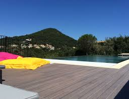 bed breakfast le mas de la verrerie bed breakfasts les adrets de lesterel provence alpes cte dazur le massif de lesterel bed breakfast le mas de