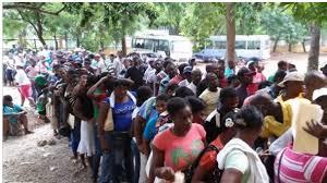 Resultado de imagen para fotos de miles de haitianos caminando por calles de santiago.