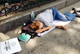 Resultado de imagem para imagens de moradores de rua e mendigos