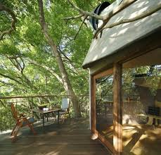 treehouse building japan terrace dining table natural wood chairs balcony furniture building japanese furniture